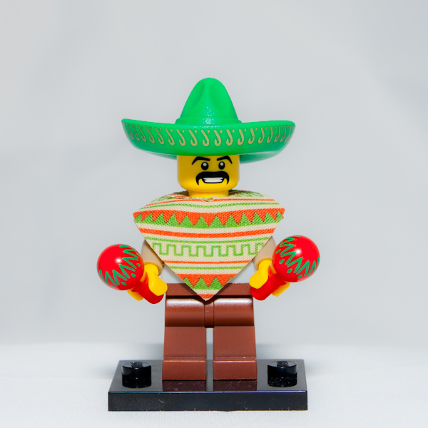 My little brother went to live in the UK for a while. Last weekend we saw each other again for the first time since January. He gave me an unopened Lego Minifig package as a gift, which I opened and assembled on the dance floor.  It was a happy Mexican playing maracas.